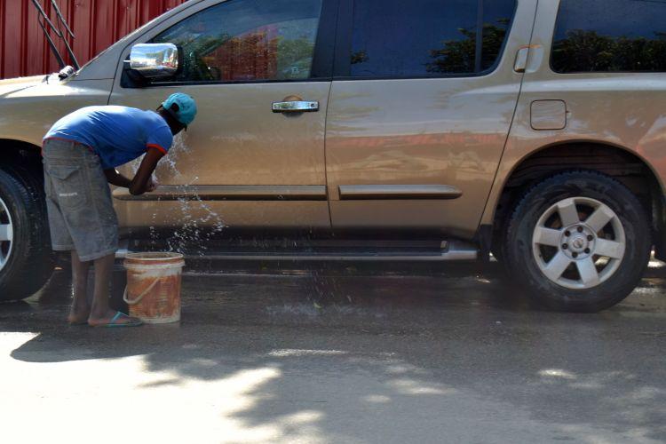 Lavando el coche