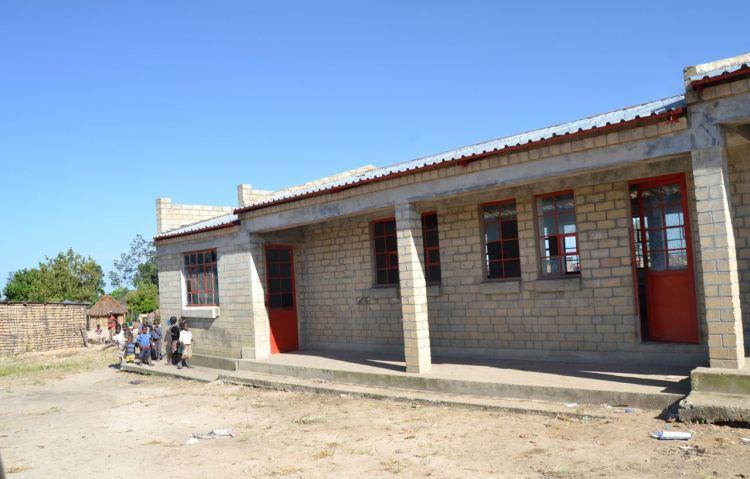 Escuela de Japau construida por PIN