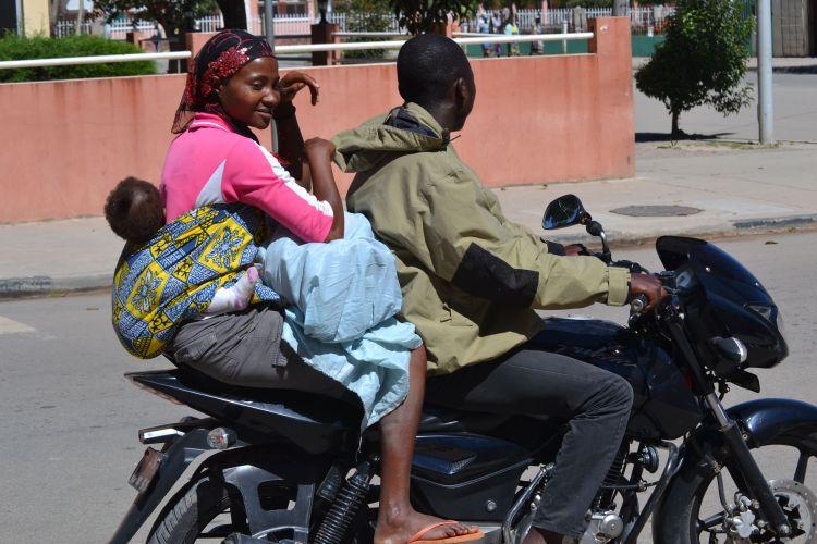 Taxi para tres en Kuito