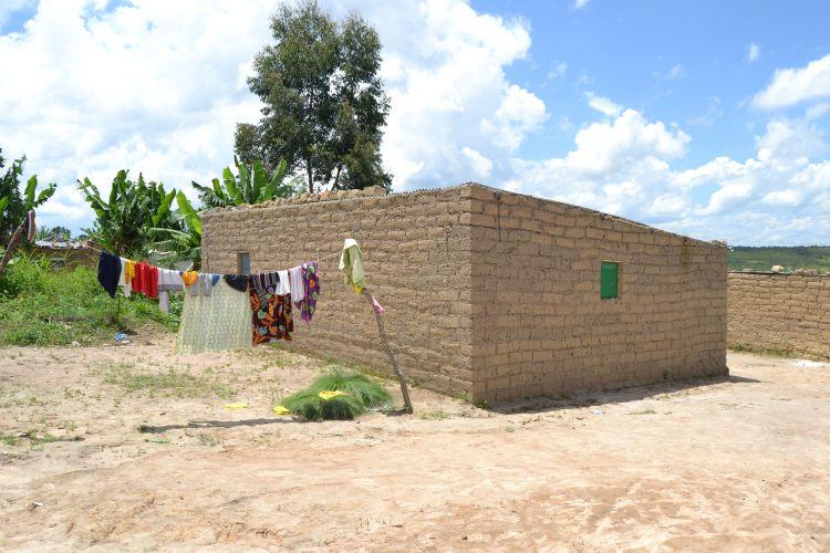 Tendal y casa en Nharea