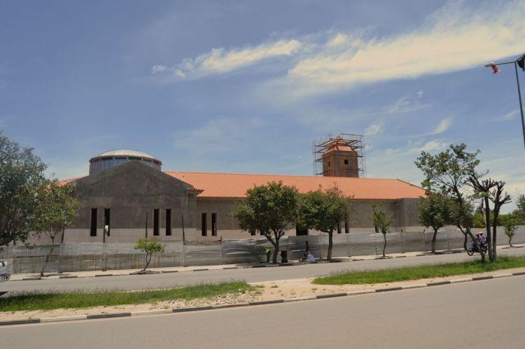 Catedral, en construccion, en la Plaza Espello da Agua