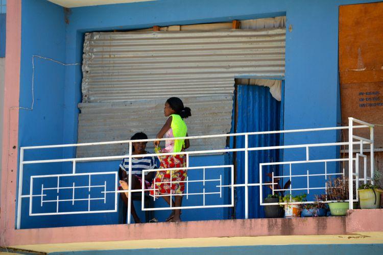 Vecinas en el balcón