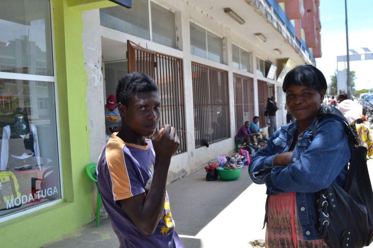 En la calle, en Kuito