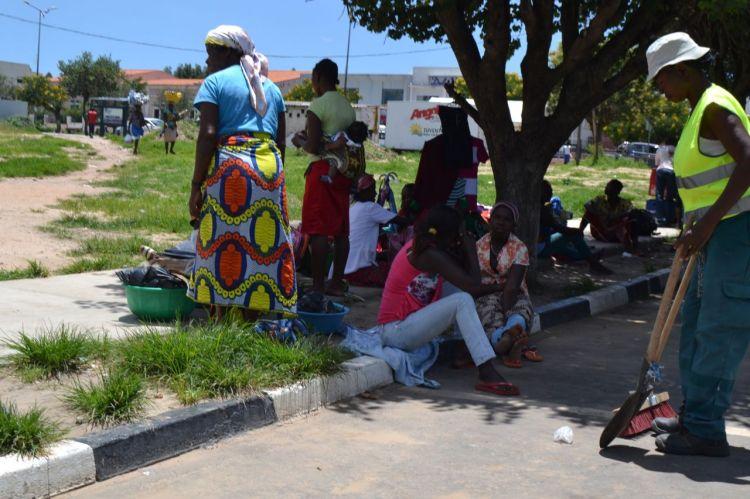 Vendedoras en la Plaza de Espello da Agua