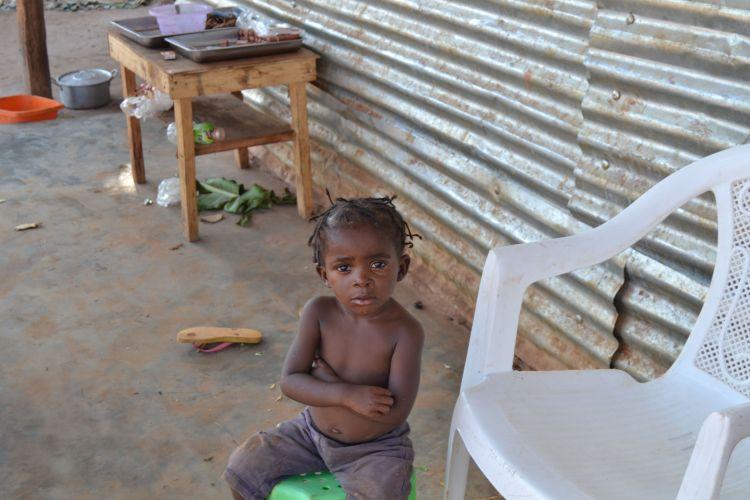 Esperando al comprador de una salchicha, en Kamacupa