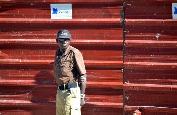 Guarda de vigilancia en Kuito