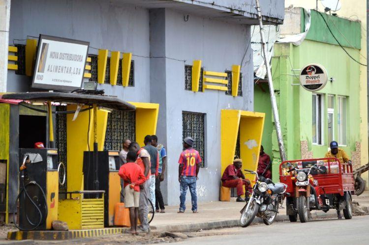 Gasolinera en el centro de Kuito