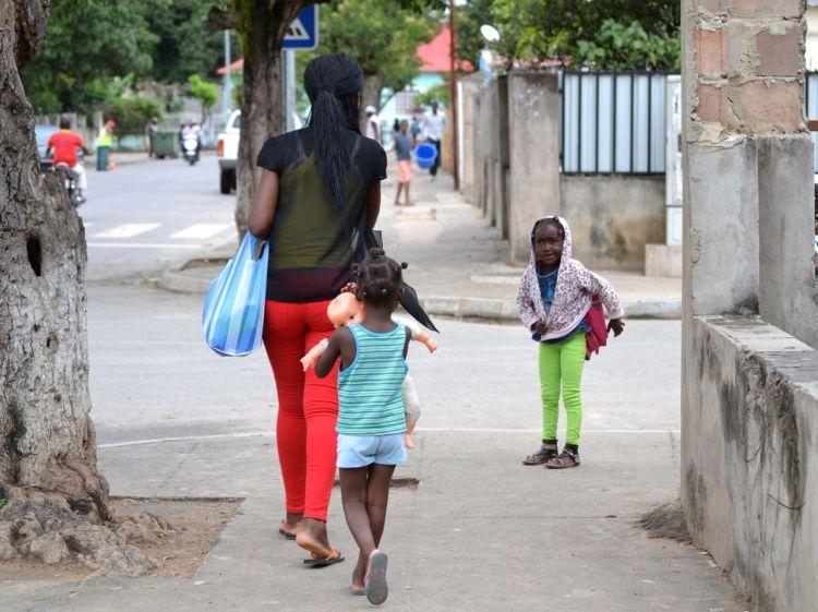 En la calle , en Kuito