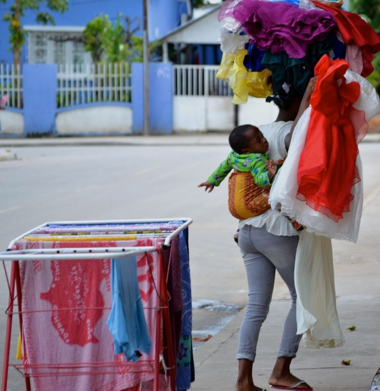 La vendedora de trajes