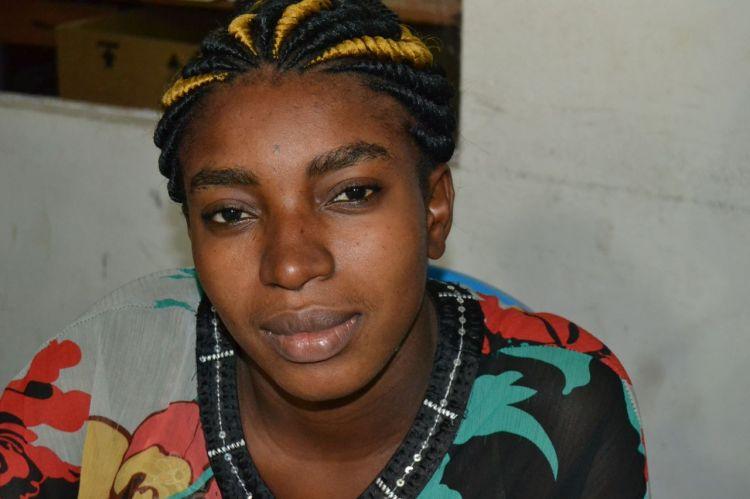 La otra muchacha del cíber