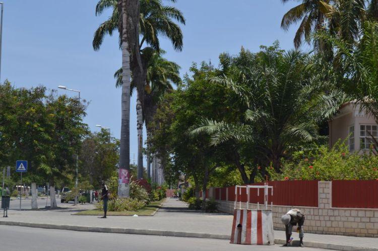 Avenida  de entrada en Benguela