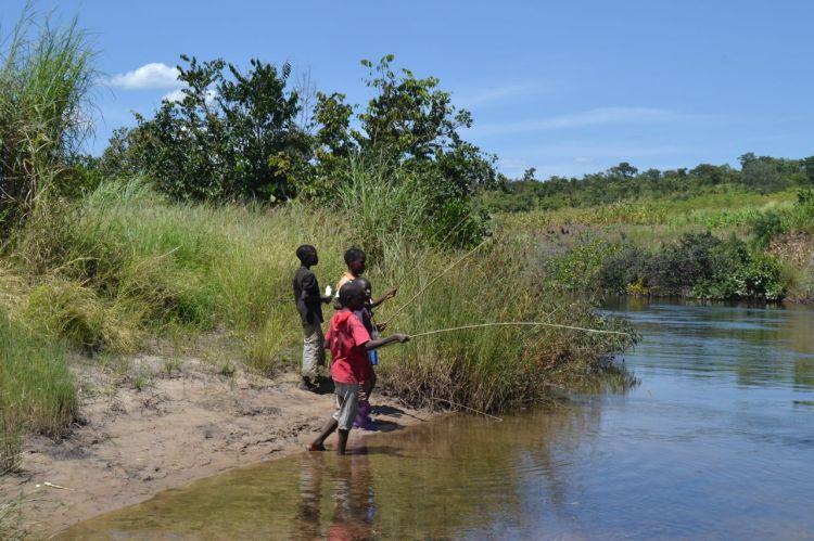 Pescando en el Kuemba