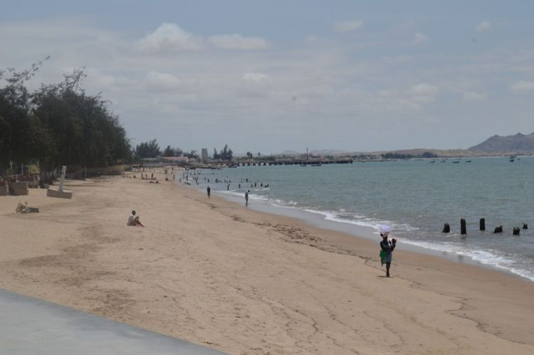 Playa morena enfocando al sur