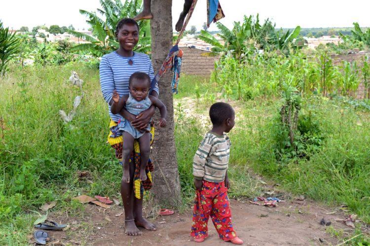 Niños de un barrio de Nharea
