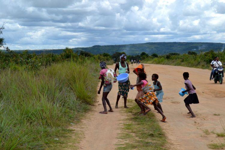 Niños en la calle.  Nharea