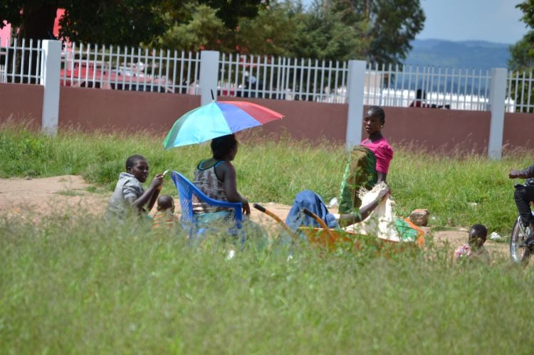 Vendedoras en Nharea