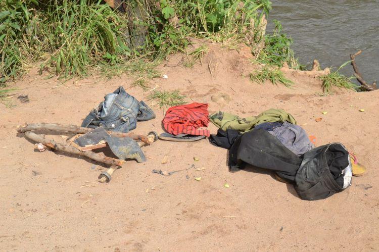 El carro de bolas y la ropaEn el rio en Andulo