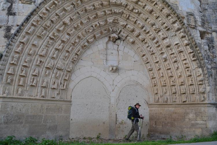 El inglés cruzando ante la puerta del convento de San Antón