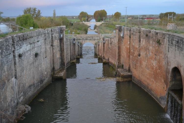 La exclusa del canal de Castilla