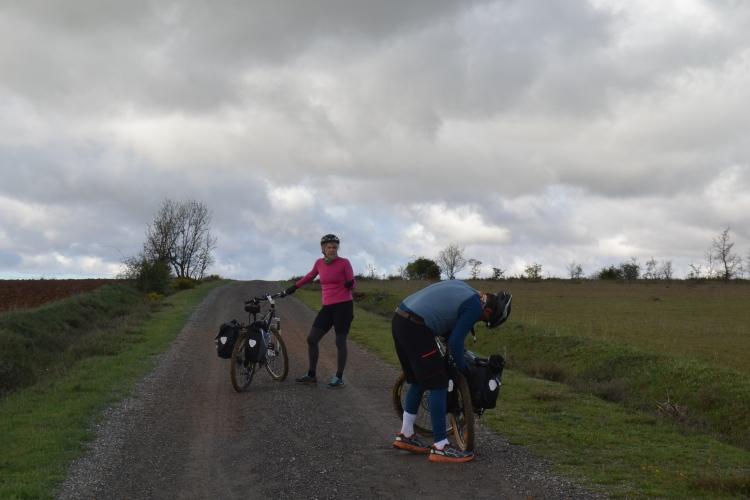 Los australianos y su bicicleta averiada