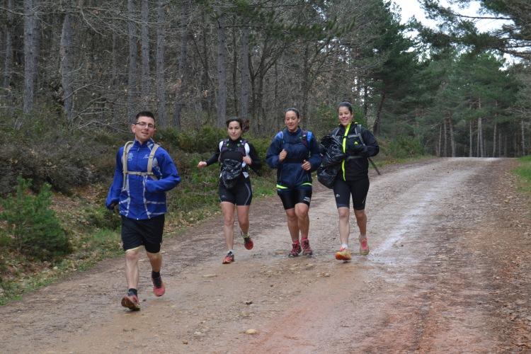 Chicos corriendo hasta Burgos en los Montes de Oca