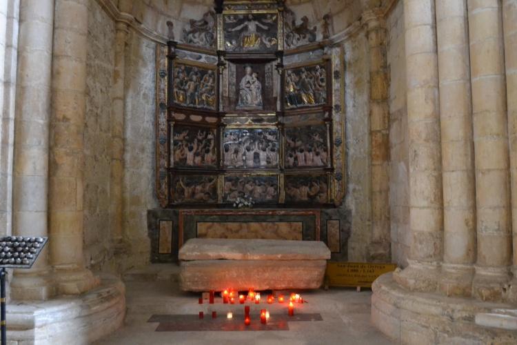 en ese sarcófago yace San Juan de Ortega