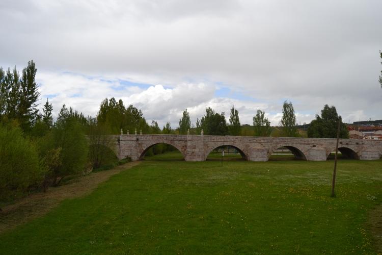 Puente sobre el Río Torío. León