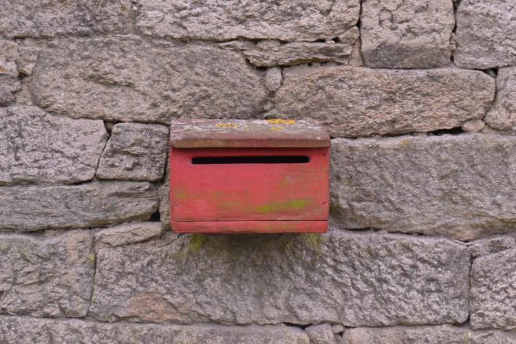El buzón de las cartas de una casa camino de Morgade