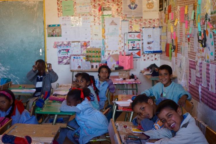 En el clase durante el descanso del mediodía.