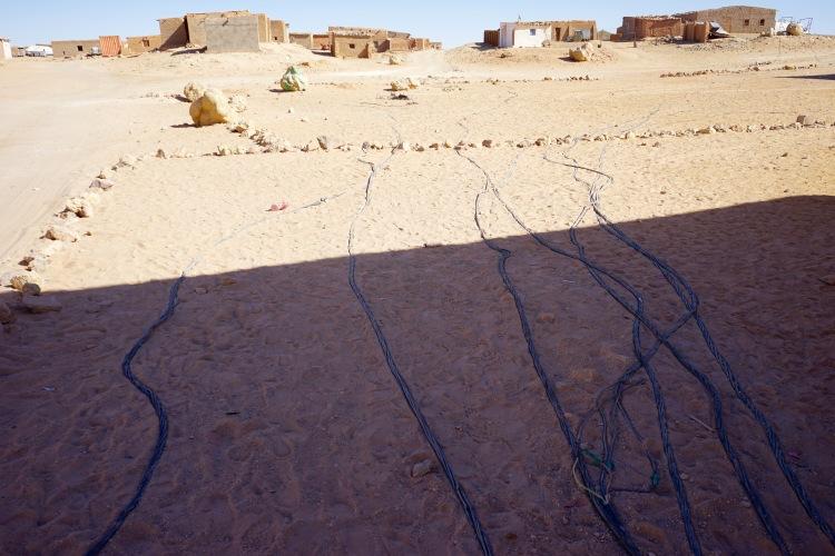 Los cables de la electricidad en Bujador.