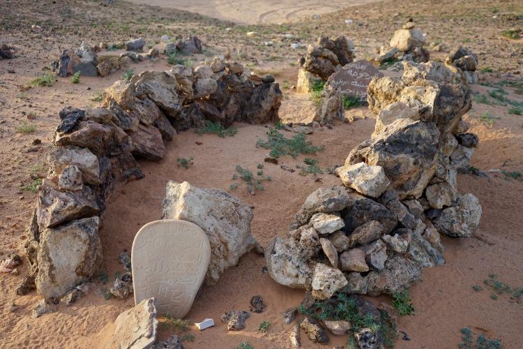 Unos de los cementerios de Rabuni.
